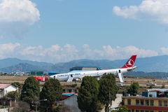 Impacto de Turkish Airlines Airbus no aeroporto de Kathmandu Imagem de Stock Royalty Free