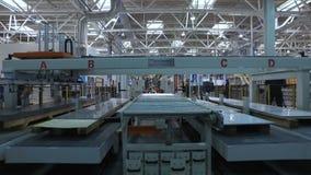 Impacto del panorama en la banda transportadora en piso de la producción en la fábrica almacen de metraje de vídeo