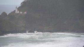 Impactos da maré alta abaixo da cabeça de Heceta filme