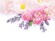 Impallidisca rose e mazzo rosa della lavanda fotografia stock libera da diritti