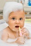 Imparando come pulire i miei denti Immagini Stock Libere da Diritti
