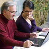 Imparando come utilizzare computer portatile Immagini Stock