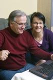 Imparando come utilizzare computer portatile Immagine Stock Libera da Diritti