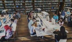 Imparando l'ispirazione di intelligenza delle biblioteche scherza il concetto Immagini Stock