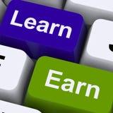 Impari e guadagni i tasti del computer che mostrano il lavoro o lo studio Immagine Stock
