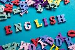 Impari il concetto inglese Tempo ad imparare le lingue Parola composta dalle lettere di legno di ABC del blocchetto variopinto di fotografie stock libere da diritti
