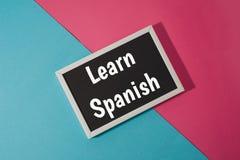 Impari lo Spagnolo - testo sulla lavagna Immagine Stock