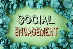 Impegno sociale del testo di scrittura di parola Il concetto di affari per il post ottiene gli alti annunci SEO Advertising Marke Immagine Stock Libera da Diritti