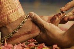 Impegno tradizionale di matrimonio di funzione indiana di nozze fotografie stock