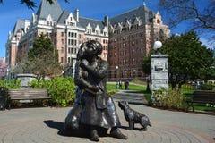 Imperatorowa hotel i Emily Carr statua w Wiktoria BC, Kanada Fotografia Stock