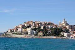 Imperia Porto Maurizio morze w letnim dniu w Liguria i miasto, Włochy obrazy royalty free