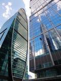 Imperia ragen hoch und Hauptstadt-Turm in der Moskau-Stadt (ein internationales Geschäftszentrum) Lizenzfreie Stockfotos