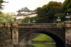 Imperial Palace in Tokyo. Shot of the Niju-bashi bridge and Fujimi Yagura turret in the Imperial Palace gardens, Tokyo Stock Photos