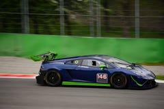 Imperiale Lamborghini que compite con Gallardo GT3 en Monza Imagen de archivo libre de regalías