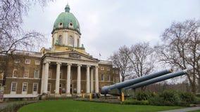 Imperialistisk byggnad för krigmuseumingång - London, England arkivfoto