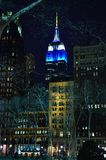 Imperiumstaat die 's nachts New York bouwen Stock Foto