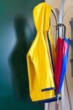 Impermeabile ed ombrello Fotografia Stock