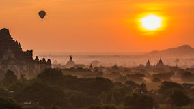 Impero antico Bagan Of Myanmar And Balloons su alba video d archivio