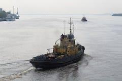 Impianti dei rimorchiatori nel porto fotografie stock