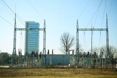 Impianti di energia elettrici nel distretto di Justiniskes della città di Vilnius Fotografia Stock Libera da Diritti