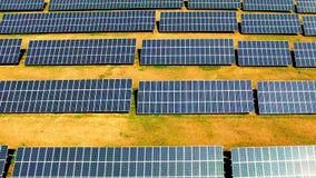 Impianto di ad energia solare video d archivio