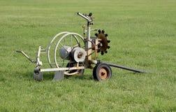 Impianto di irrigazione del campo di sport Fotografia Stock