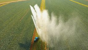Impianto di irrigazione su terreno agricolo Fotografia Stock