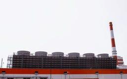Impianto di lavorazione candeggiato moderno del solfato della polpa, all'aperto, cellulosa immagini stock