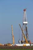 Impianto di perforazione della trivellazione petrolifera della terra Fotografia Stock Libera da Diritti