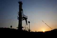 Impianto di perforazione di tramonto Immagine Stock Libera da Diritti