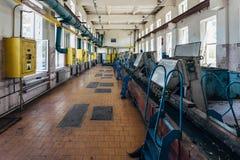 Impianto di trattamento delle acque reflue urbano Macchinario per filtrazione delle acque luride dalle impurità solide fotografia stock