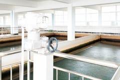 Impianto di trattamento delle acque reflue urbano moderno Fotografie Stock Libere da Diritti