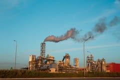 Impianto industriale con gli scarichi Fotografia Stock