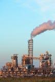 Impianto industriale con gli scarichi Immagini Stock Libere da Diritti