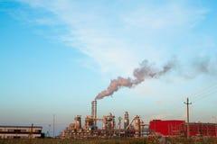 Impianto industriale con gli scarichi Fotografie Stock