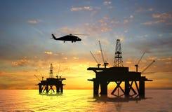 Impianto offshore della siluetta fotografia stock libera da diritti