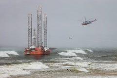 Impianto offshore nella bufera di neve Fotografie Stock