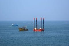 Impianto offshore (piattaforma) - attrezzatura industriale Fotografia Stock Libera da Diritti
