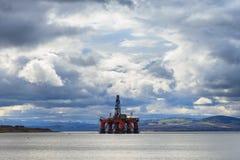 Impianto offshore sommergibile dei semi all'estuario di Cromarty in Invergordon immagini stock libere da diritti
