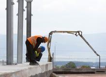 Impianto per il trattamento dei rifiuti fuori dei lavoratori trattati Fotografia Stock Libera da Diritti