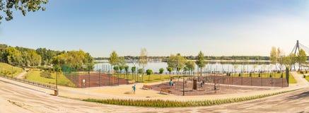 Impianto sportivo all'aperto nel parco di Natalka di Kiev in Ucraina fotografia stock libera da diritti