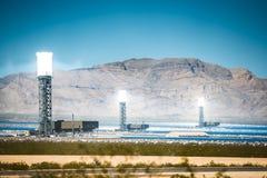 Impianto termico solare di Ivanpah immagini stock