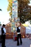 Impiegati di carnevale che giocano un gioco di carnevale in Germania immagini stock
