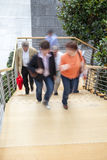 Impiegato di concetto che cammina sulle scale, mosso Fotografie Stock