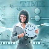 Impiegato di concetto che tiene grande orologio illustrazione vettoriale
