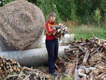 Impilamento della legna da ardere Fotografie Stock Libere da Diritti