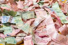 Impilamento di un tipo della banconota di valuta tailandese Immagine Stock Libera da Diritti