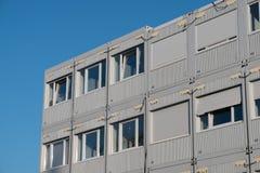 Impilato alloggiando i contenitori - uffici del contenitore Immagine Stock Libera da Diritti