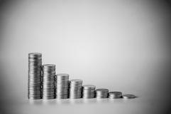 impilato di soldi conia in bianco e nero il colore fotografia stock libera da diritti