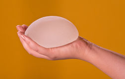 Implants de silicone en main Photographie stock libre de droits